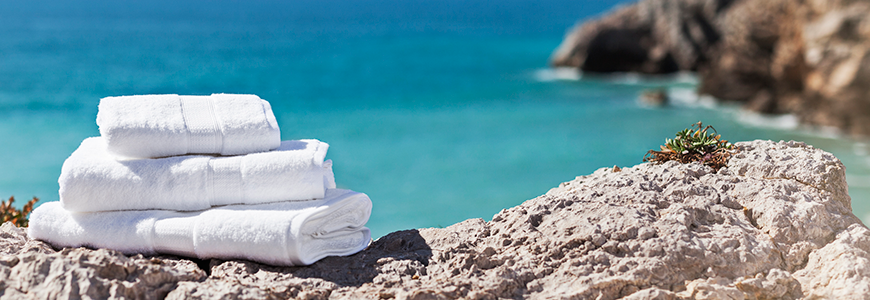 Colección Menorca. Toallas de rizo fabricadas con algodón peinado egipcio, el algodón más suave y con mayor capacidad de absorción. Una toalla de alta gama de 600 g/m2.